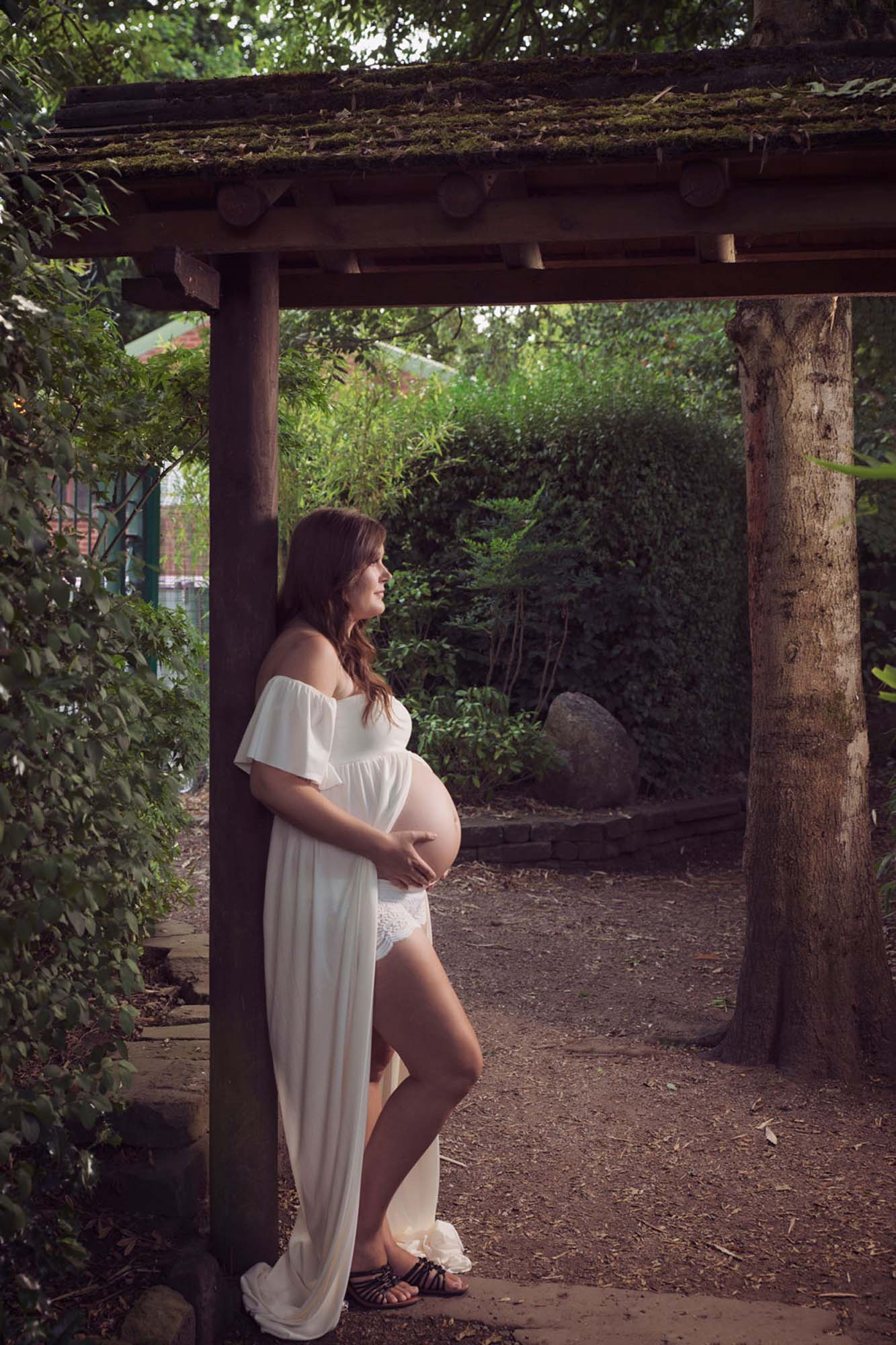 maternity portrait in white dress in the park