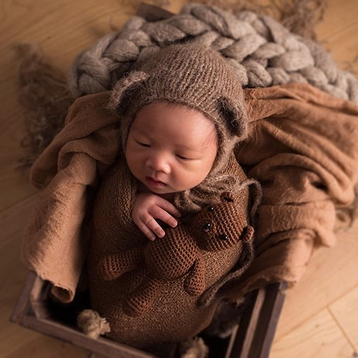 newbonr baby in teddy bear hat