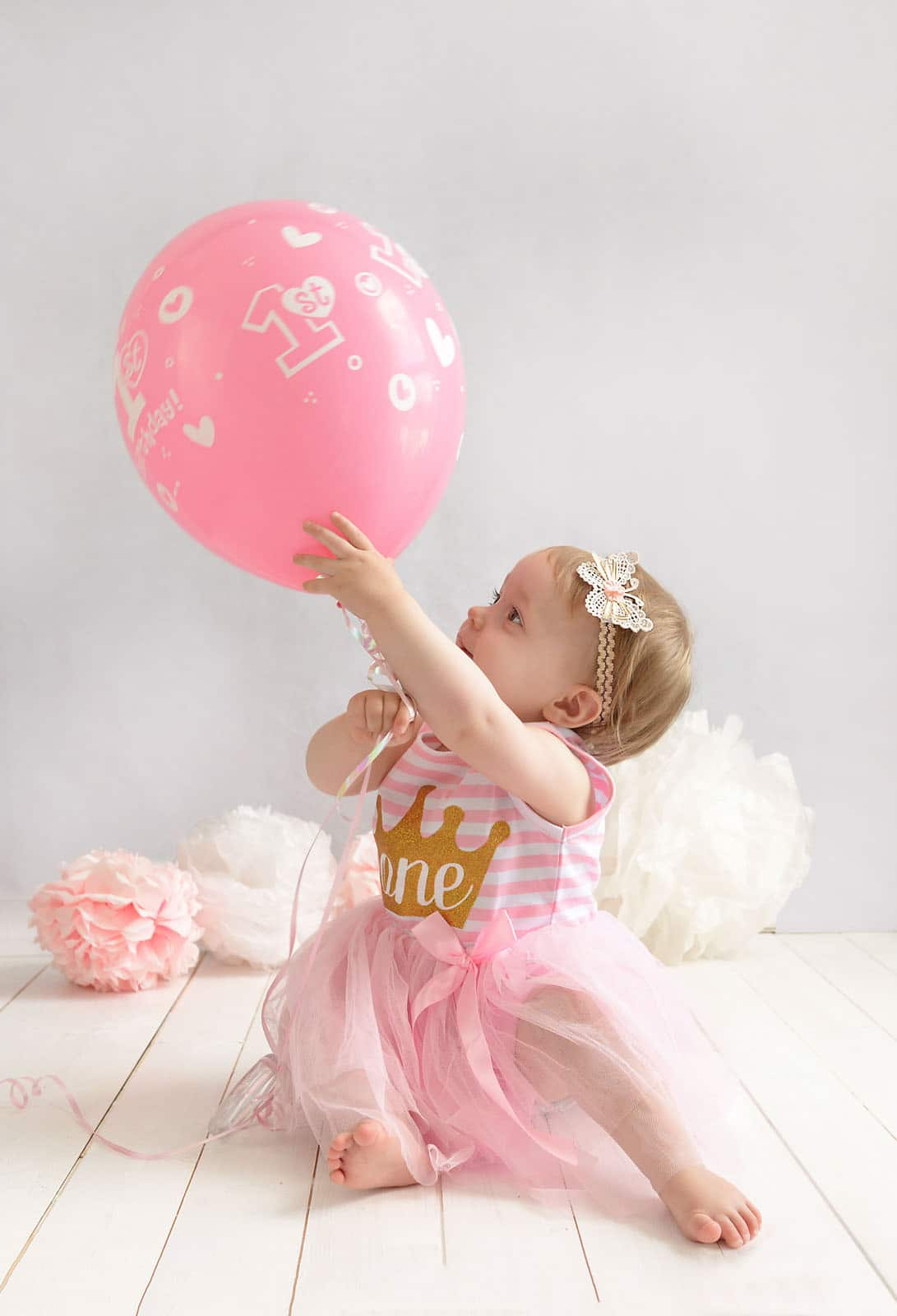 birthday photoshoot with pink baloon photographed by cake smash photography Manchester